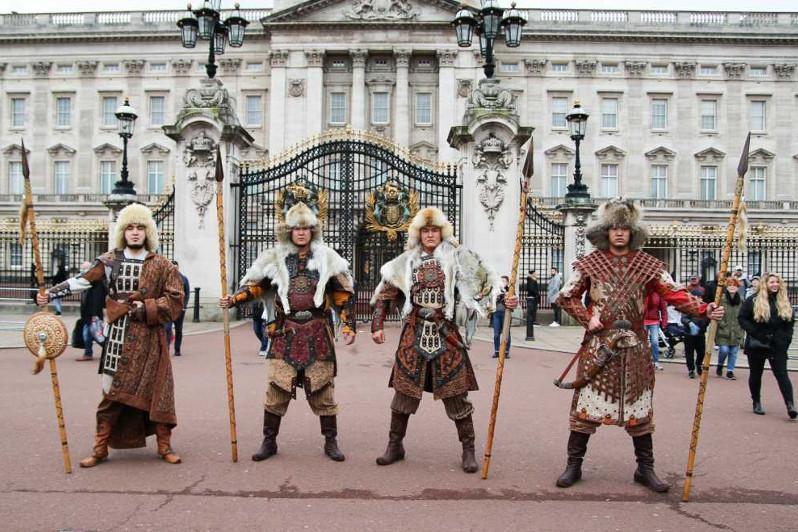 Kazakh nomad warriors cause sensation in London