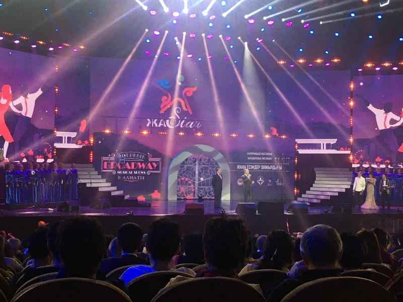Лучшие хиты мировых мюзиклов исполнили молодые артисты в Алматы