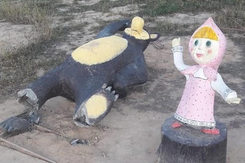 Неизвестные вандалы разрушили скульптуры в одном из парков Актау