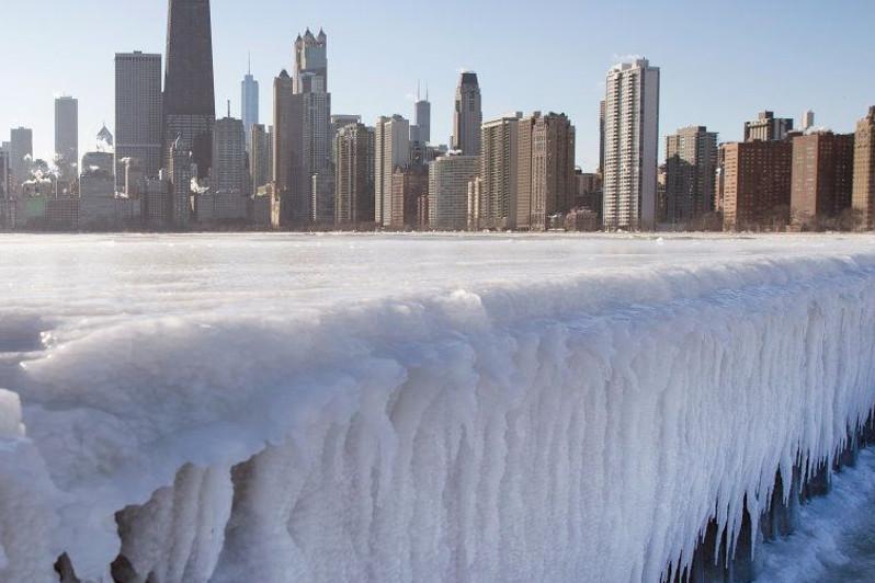 Зима близко: Чикаго сковали рекордные морозы