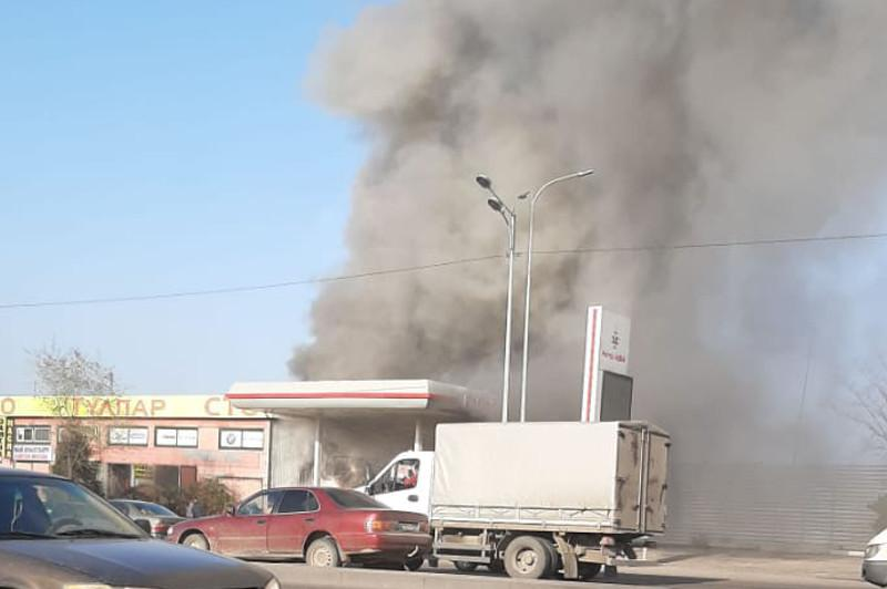 Massive fire at gas filling station in Almaty