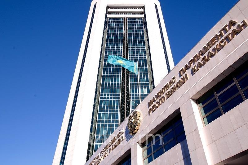 Мажилис одобрил законопроект, предполагающий рост социальных выплат