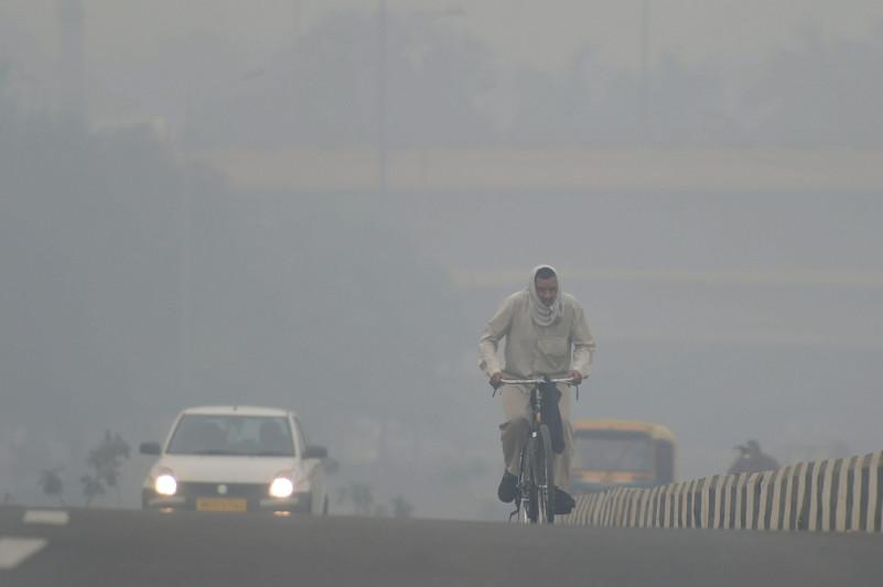 Delhi still choking despite brief respite after winds