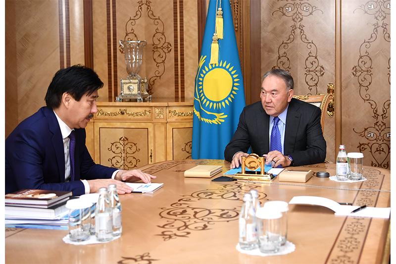 首任总统接见阿尔法拉比哈萨克国立大学校长