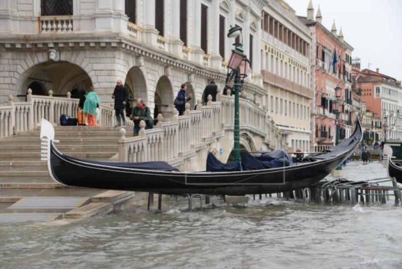 意大利威尼斯遭连日暴雨侵袭 已致2人死亡