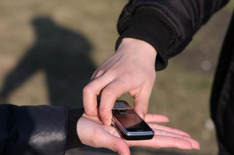 Алматыда смартфон ұрлаумен айналысқан алаяқ қолға түсті