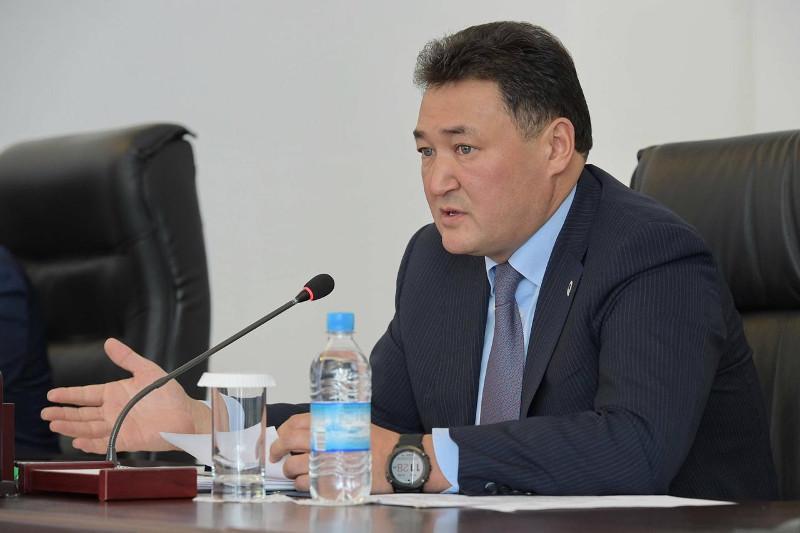 Павлодар облысында үш ауысымды, апаттық мектептер жоқ - Болат Бақауов