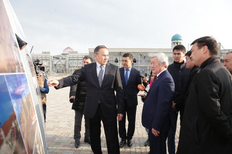 Бердибек Сапарбаев ознакомился с ходом строительства этнокультурного комплекса Шахристан в Таразе