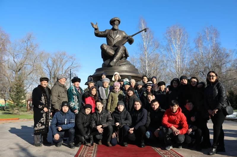 В Усть-Каменогорске торжественно открыли памятник Жамбылу Жабаеву