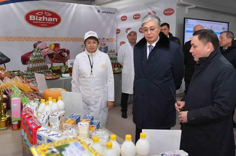 托卡耶夫总统视察阔科谢套肉类加工厂