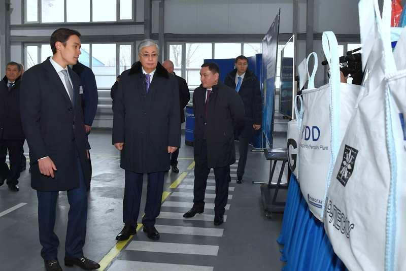 总统到访阿克莫拉州聚丙烯生产厂