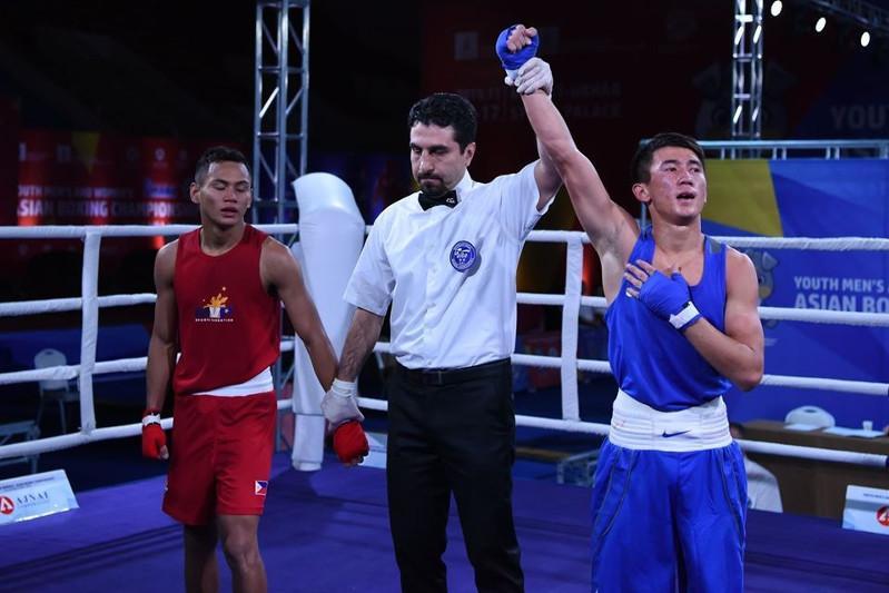 Пять казахстанских боксеров вышли в полуфинал молодежного ЧА