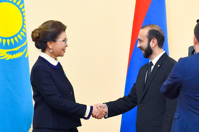 Darıǵa Nazarbaeva Armenııa Ulttyq jınalysynyń tóraǵasymen kezdesti