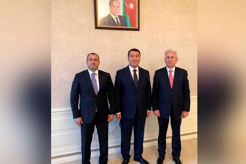 哈萨克斯坦大使会见阿塞拜疆国民议会议员