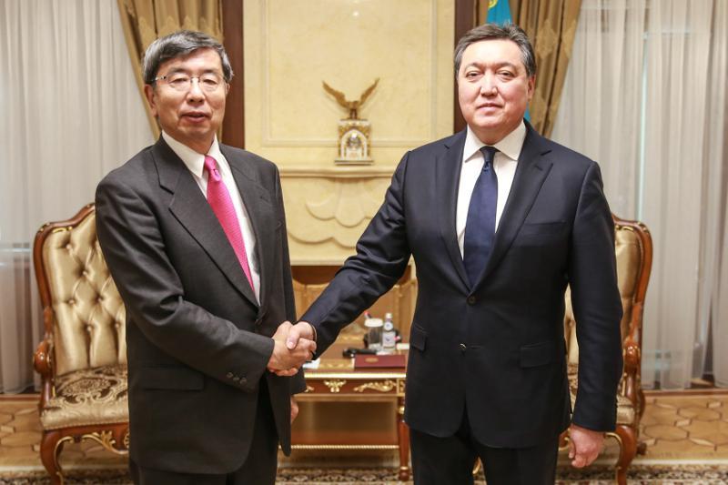 Аскар Мамин провел встречу с президентом Азиатского банка развития Такехико Накао