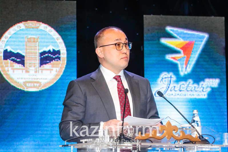 О волонтерах и молодежи Казахстана рассказал Даурен Абаев