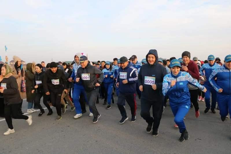 Түркістанда мемлекеттік қызметшілер марафонға қатысты
