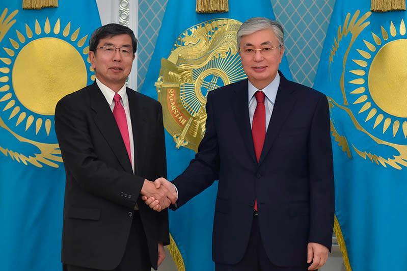 托卡耶夫总统会见亚洲开发银行行长