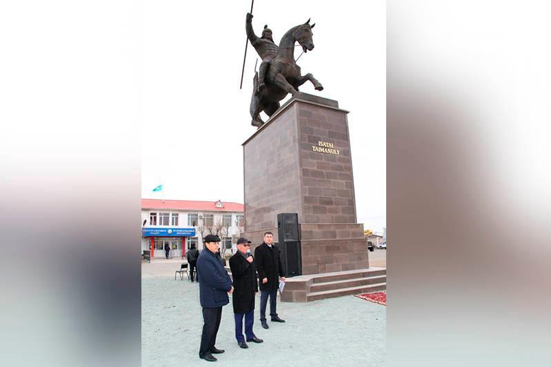 Monument to Issatay Taimanov unveiled in Atyrau region