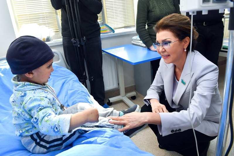 Дариға Назарбаева Еревандағы балалар онкологиясы орталығында болды