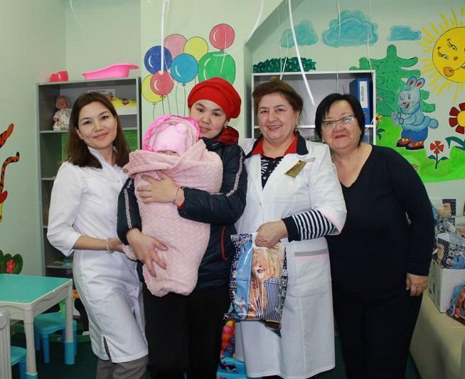 В канун Международного дня недоношенных детей столичные врачи поздравили маленьких пациентов