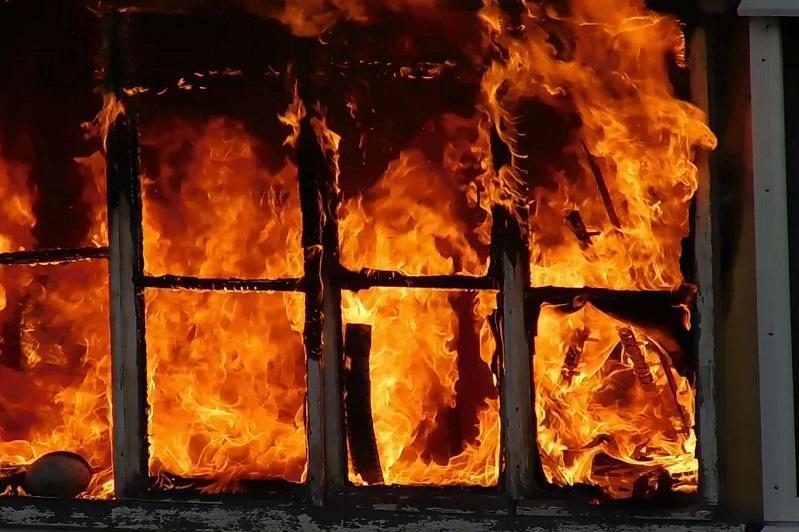 Пожар в дачном доме в Алматинской области: найдены тела женщины и двоих детей
