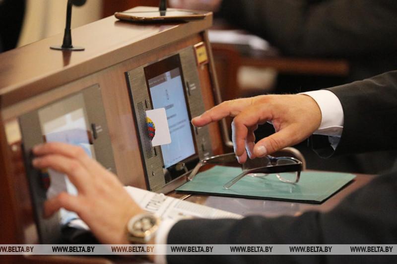 Первая сессия обновленного белорусского парламента откроется 6 декабря