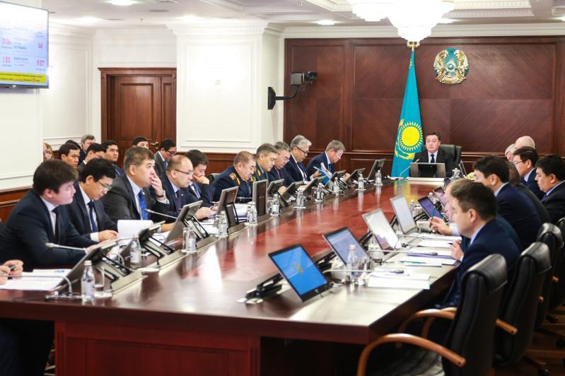 Премьер поручил наказать ряд чиновников за необоснованный рост цен на продукты