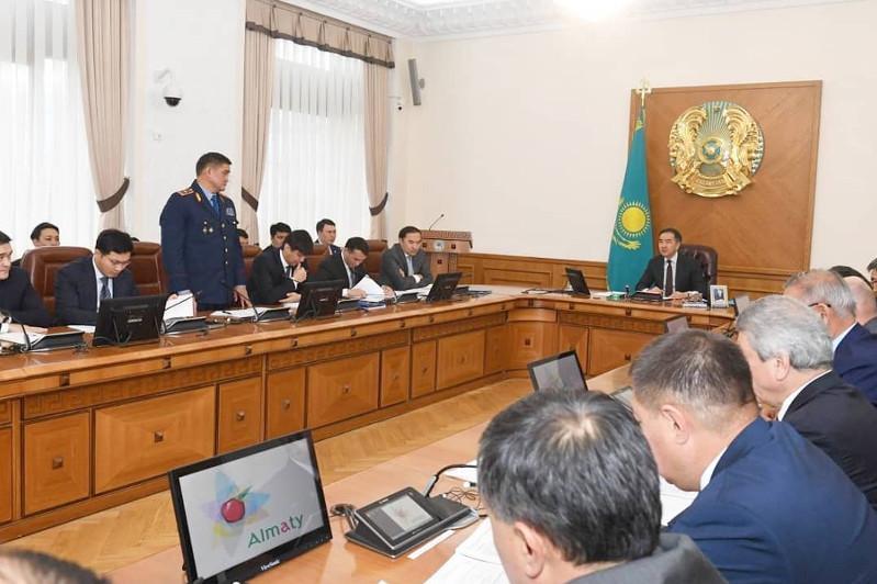 Аким Алматы поручил объявить выговоры полицейским начальникам