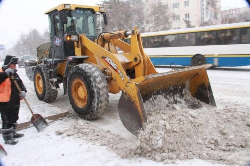Свыше 400 тонн снега вывезли за ночь с павлодарских дорог