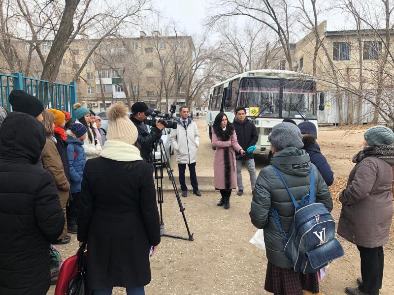 Автобус для детей с особыми потребностями выделили средней школе в Актобе