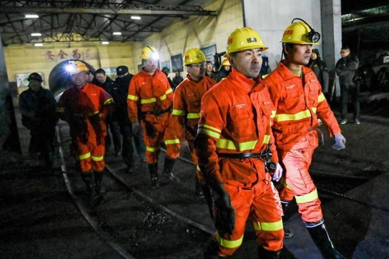 15 горняков погибли, еще 9 пострадали в результате взрыва на шахте в Китае