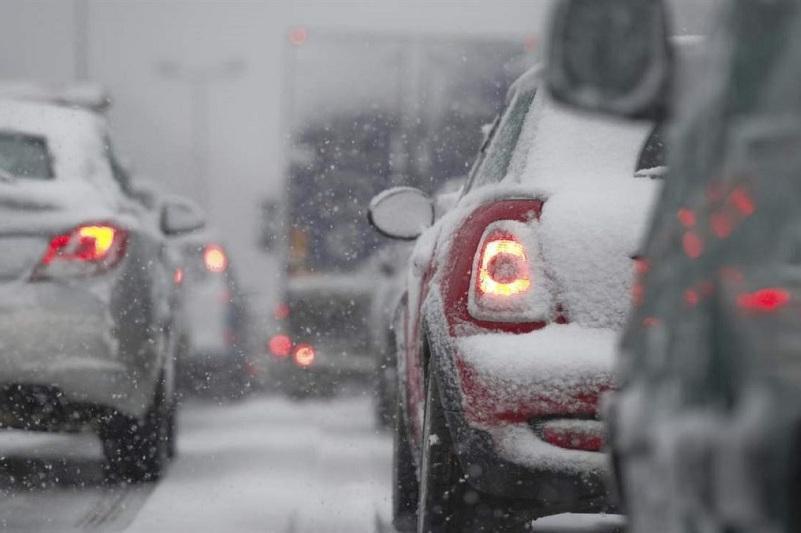 На двух дорогах в Восточном Казахстане ограничено движение транспорта