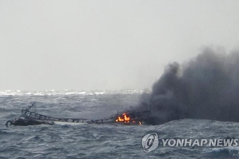 韩国一渔船失火 已有1死11人失踪