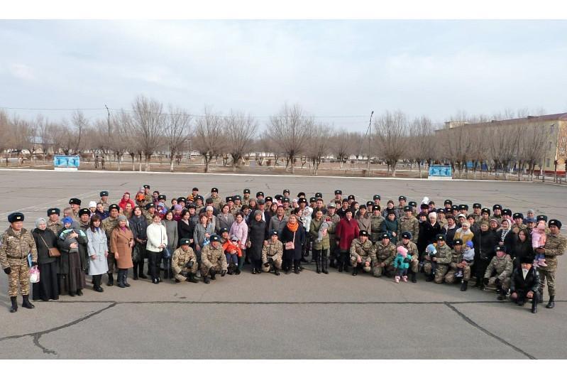 Командующий Десантно-штурмовыми войсками встретился с семьями миротворцев