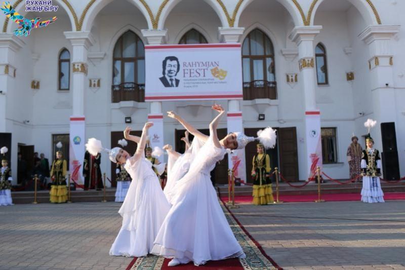В фестивале имени Отарбаева вАтырау принимают участие 9 театральных коллективов