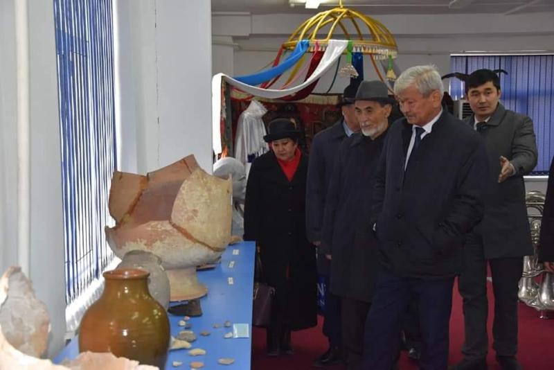 Жетісай ауданының әкімі Шаблан Ділдәбеков ауылының тұрғындарымен кездесті