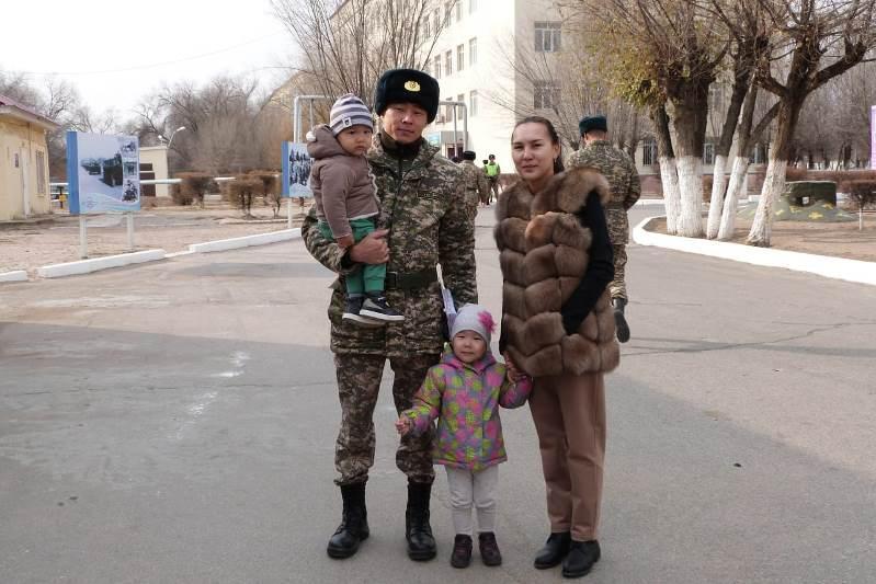 Командующий Десантно-штурмовых войск встретился с семьями миротворцев
