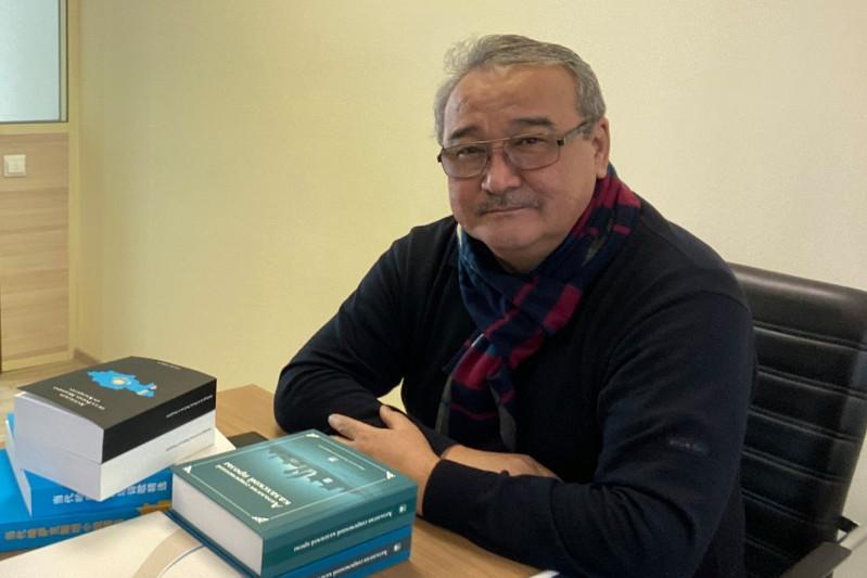 Нұрлан Өнербаев «Абай жолы» аудиокітабын дыбыстайды