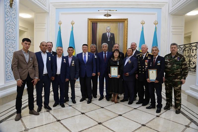 阿富汗战争哈萨克斯坦功勋老兵授勋仪式在莫斯科举行