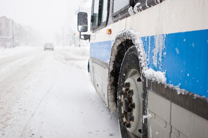 Следовавший из Новосибирска в Сарыагаш автобус сломался на трассе в Павлодарской области