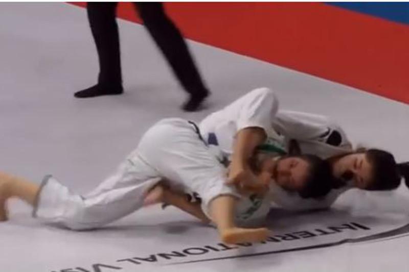 Джу-джитсу: Мөлдір Мекенбаева Әбу-Дабиде әлем чемпионы атанды