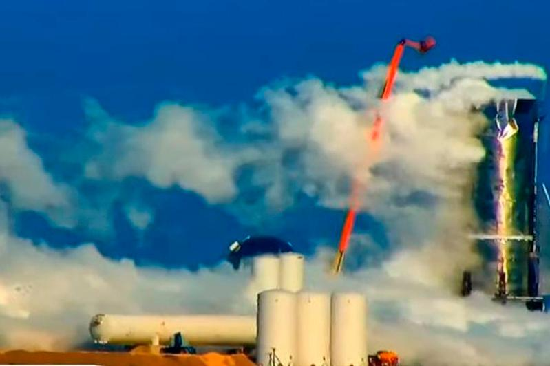 Прототип ракеты Илона Маска для полетов на Марс взорвался в ходе испытаний