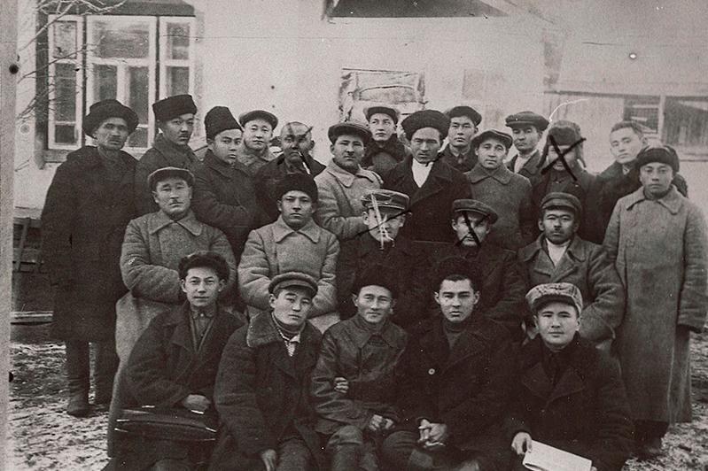 قۋعىن- سۇرگىن جىلدارى قازىرگى «ەگەمەن قازاقستان» باسىلىمنىڭ 18 رەداكتورىنىڭ 12- ءسى اتىلعان