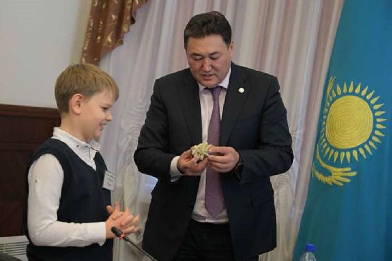 Павлодарский школьник попросил главу региона объявить соль талисманом областного центра