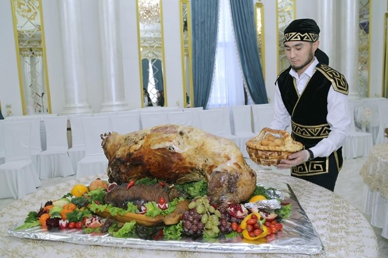 В изготовлении ритуальных и старинных казахских блюд соревновались повара в Караганде