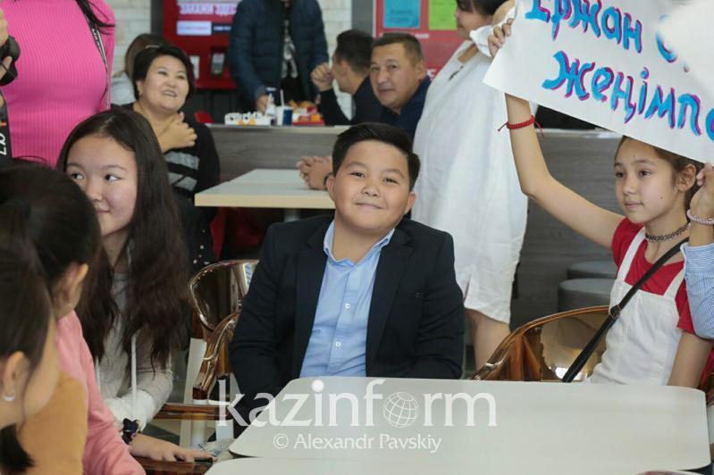 Казахстанские и российские друзья и одноклассники Ержана Максима записали видео в его поддержку