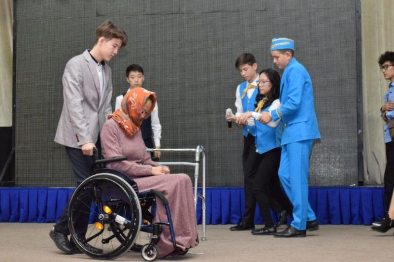 Қазақстандағы ерекше актерлердің алғашқы театры Түркістанда өнер көрсетті