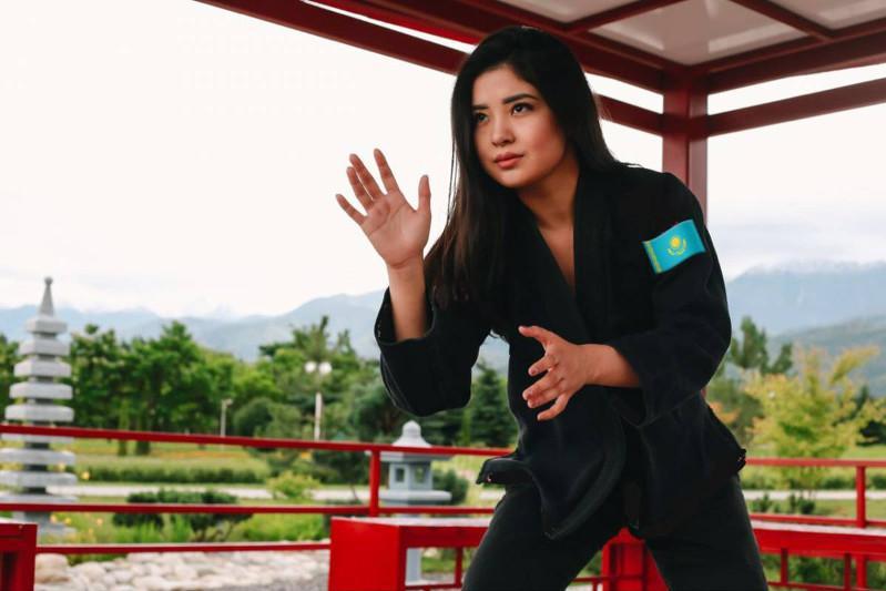 哈萨克斯坦女子柔术运动员在世界柔术锦标赛荣获金牌