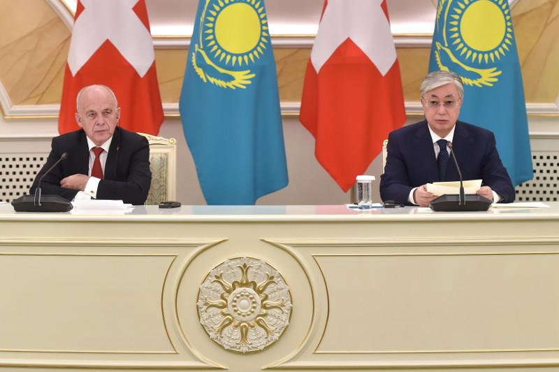 Президенты Казахстана и Швейцарии выступили на брифинге для СМИ